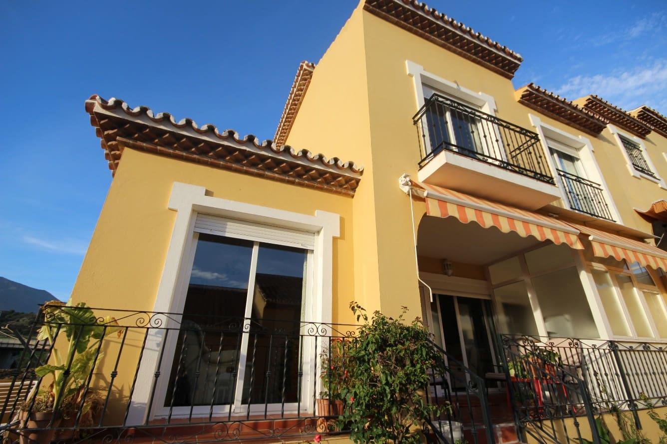 5 sovrum Radhus till salu i Estepona med garage - 425 000 € (Ref: 4336808)