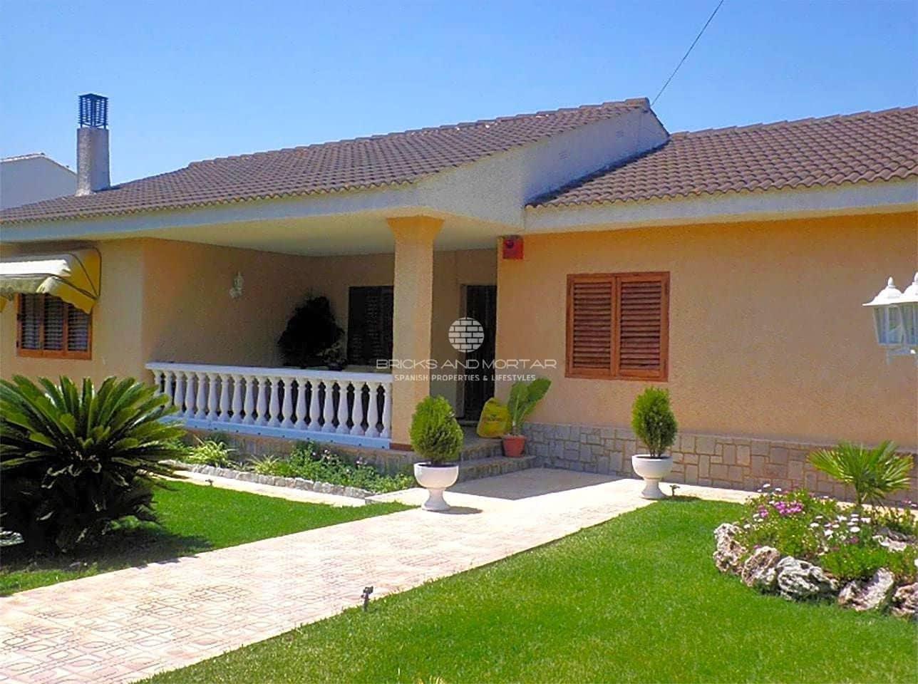 Chalet de 4 habitaciones en Serra en venta con piscina - 300.000 € (Ref: 5149804)