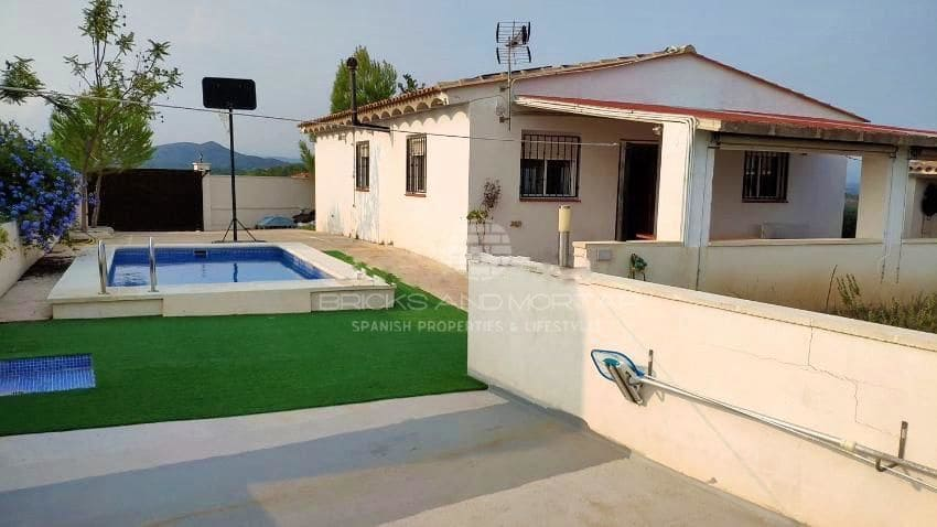 3 bedroom Villa for sale in Pedralba with pool - € 129,900 (Ref: 6371189)