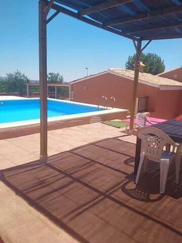 3 bedroom Villa for sale in Casinos with pool - € 198,000 (Ref: 6371190)