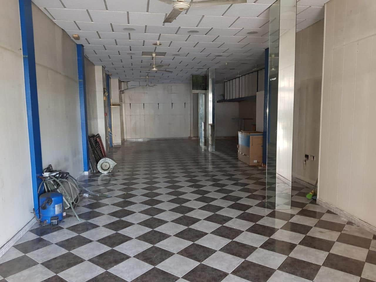 Commercial for rent in Cadiz city - € 2,000 (Ref: 4296663)
