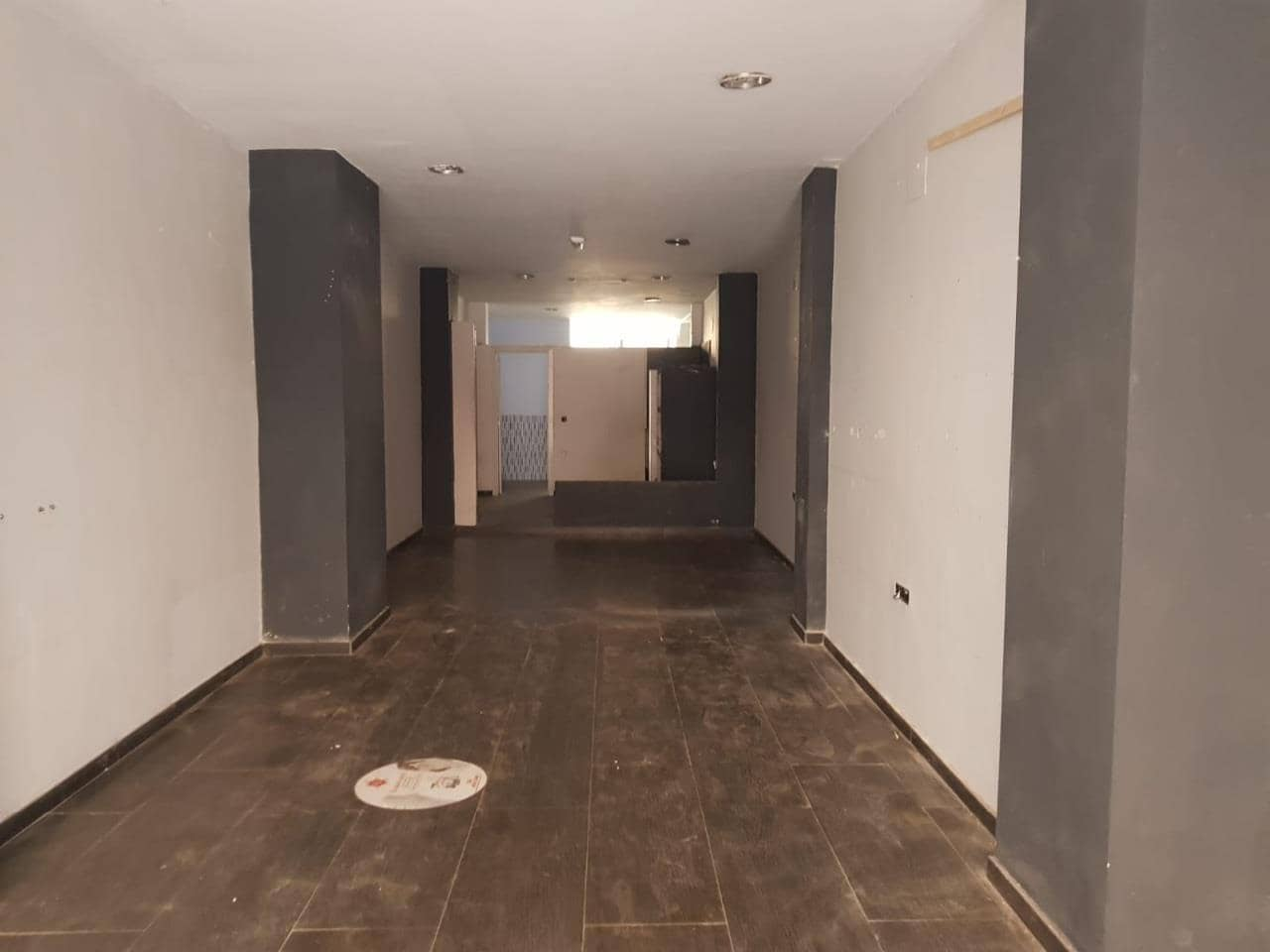 Commercial for rent in Cadiz city - € 1,600 (Ref: 4296665)