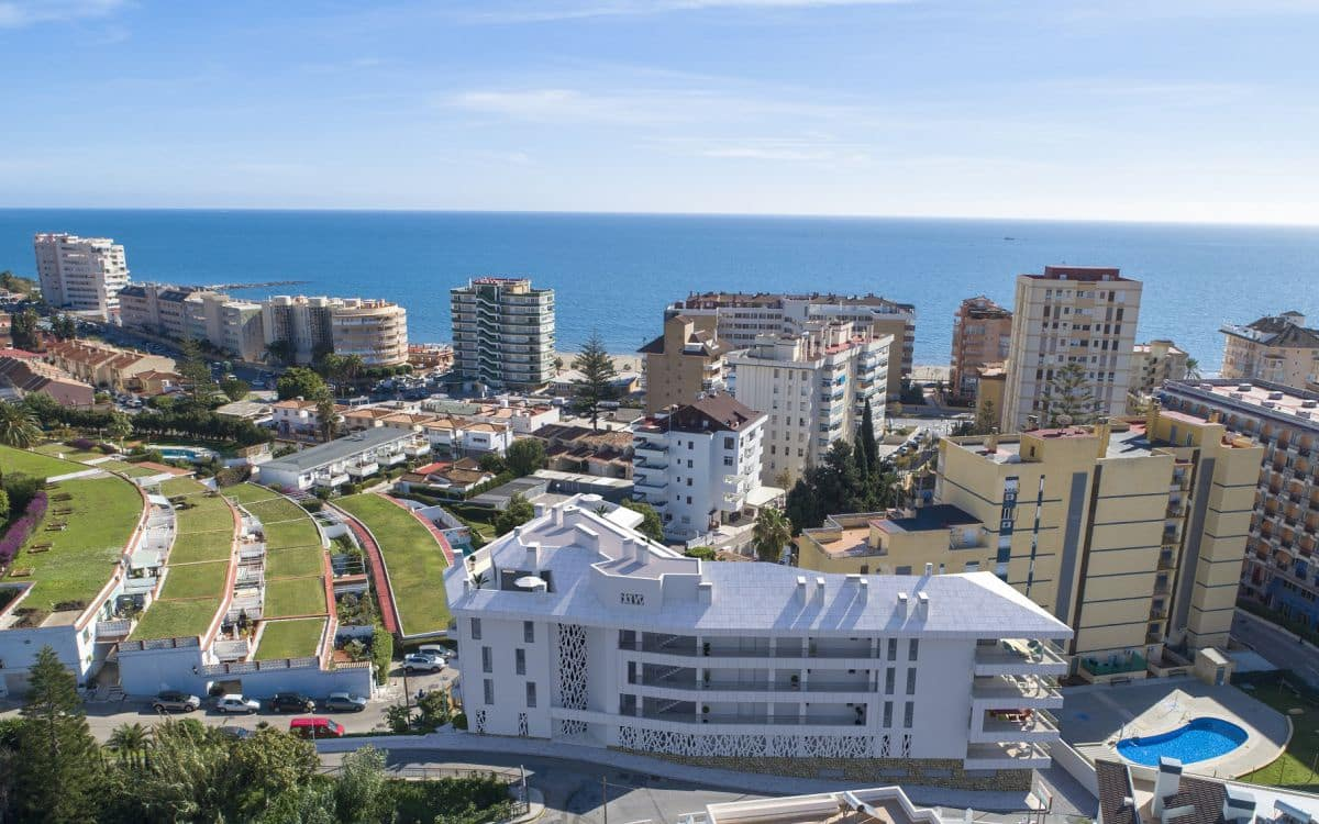 2 bedroom Apartment for sale in Fuengirola with garage - € 360,000 (Ref: 5097422)