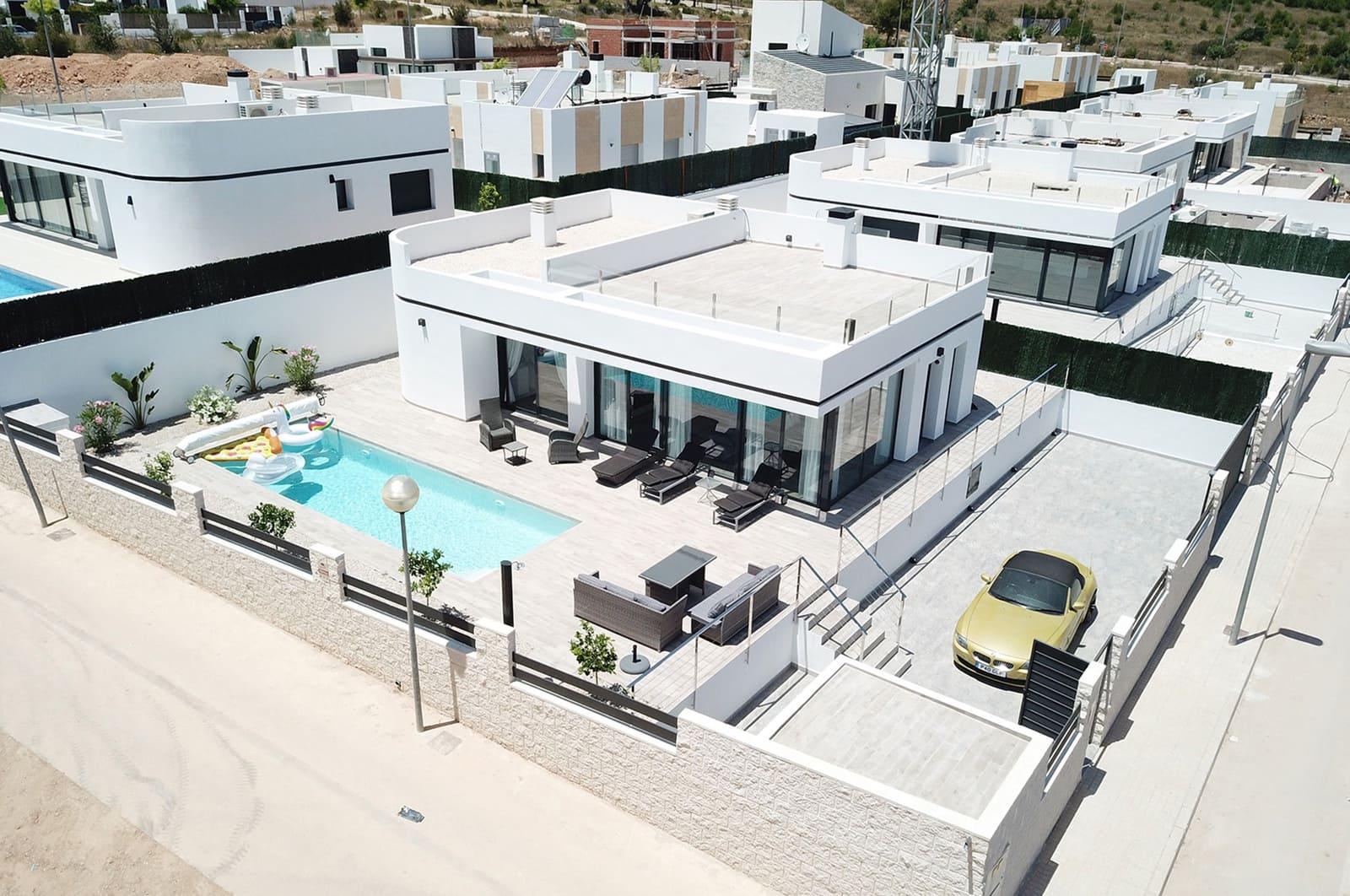 Chalet de 4 habitaciones en Polop en venta con piscina - 345.000 € (Ref: 4914384)