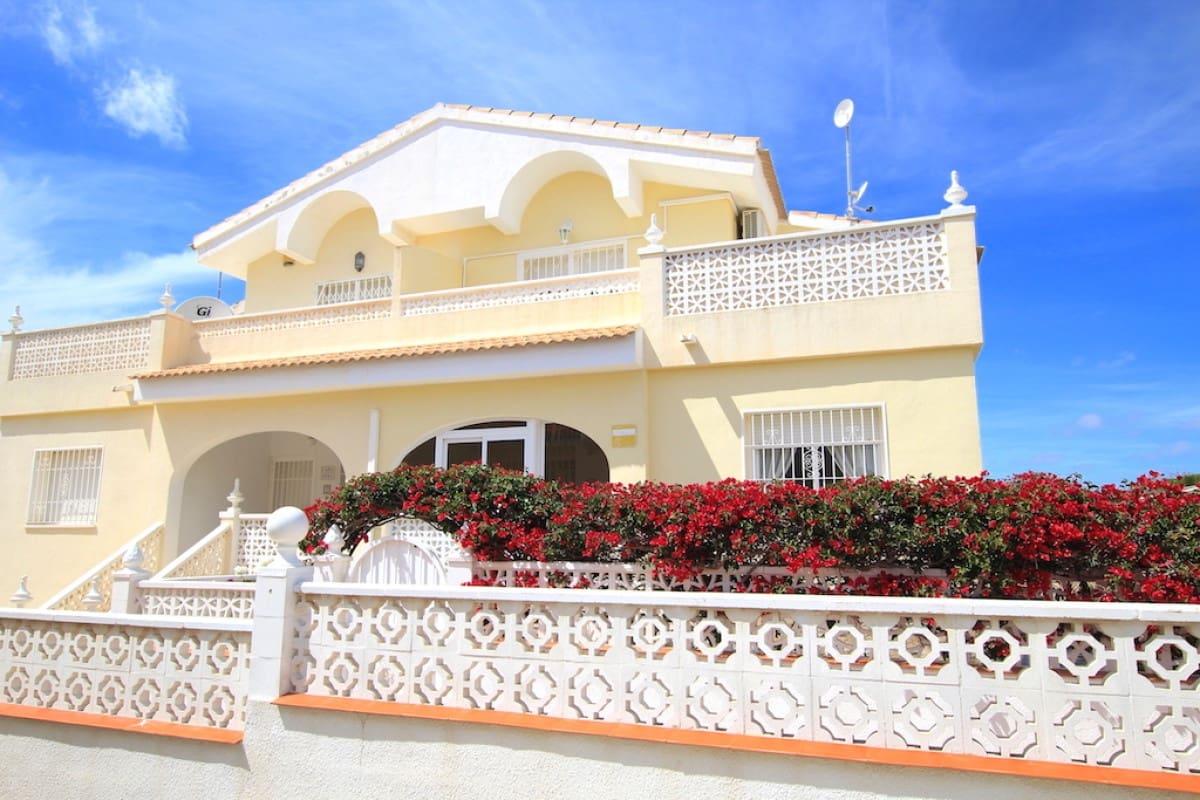 Chalet de 3 habitaciones en Benijófar en venta - 157.500 € (Ref: 4997678)
