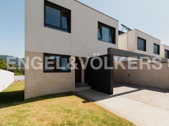 Adosado de 3 habitaciones en Cangas en venta con piscina - 450.000 € (Ref: 4826315)