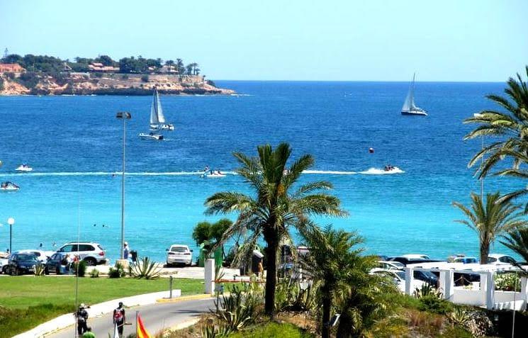 Chalet de 3 habitaciones en Playa Flamenca en venta con piscina - 129.000 € (Ref: 5065340)