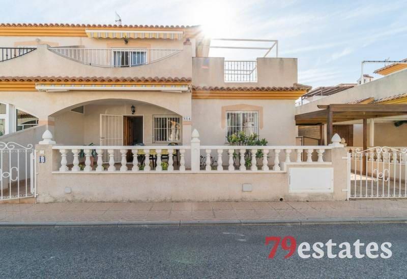Chalet de 2 habitaciones en Playa Flamenca en venta con piscina - 119.900 € (Ref: 5088689)