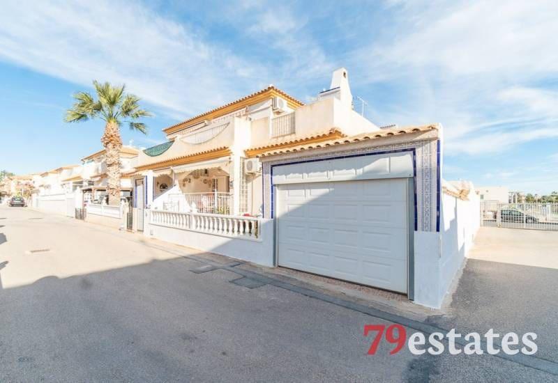 Adosado de 3 habitaciones en Playa Flamenca en venta con piscina - 129.900 € (Ref: 5088732)