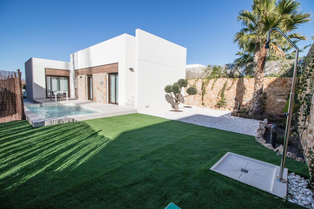 3 bedroom Villa for sale in Algorfa with pool - € 279,000 (Ref: 5078777)