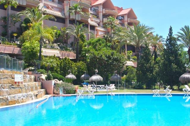 Apartamento de 2 habitaciones en Marbella en alquiler vacacional con piscina garaje - 950 € (Ref: 4446872)