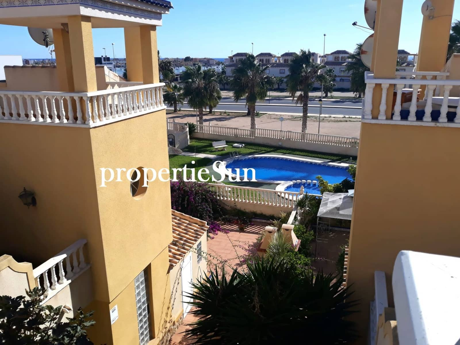 3 bedroom Townhouse for rent in Cabo Roig with pool - € 700 (Ref: 5014525)