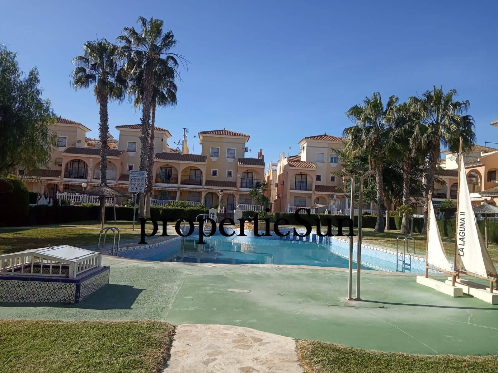 3 bedroom Townhouse for rent in Los Altos with pool - € 650 (Ref: 5044533)