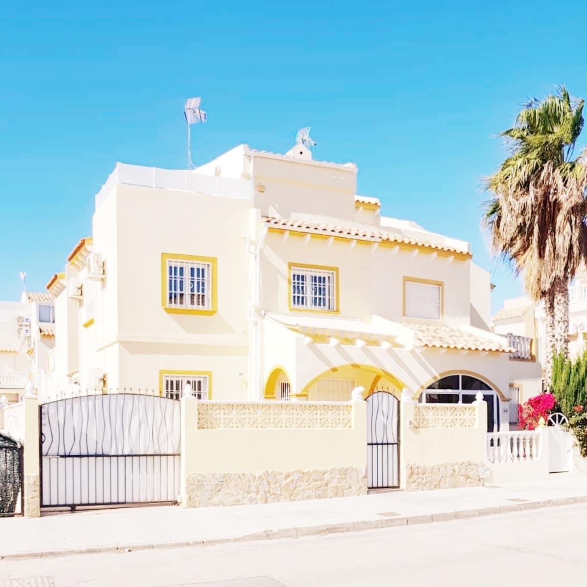 Chalet de 3 habitaciones en Playa Flamenca en venta con piscina - 165.000 € (Ref: 5036764)