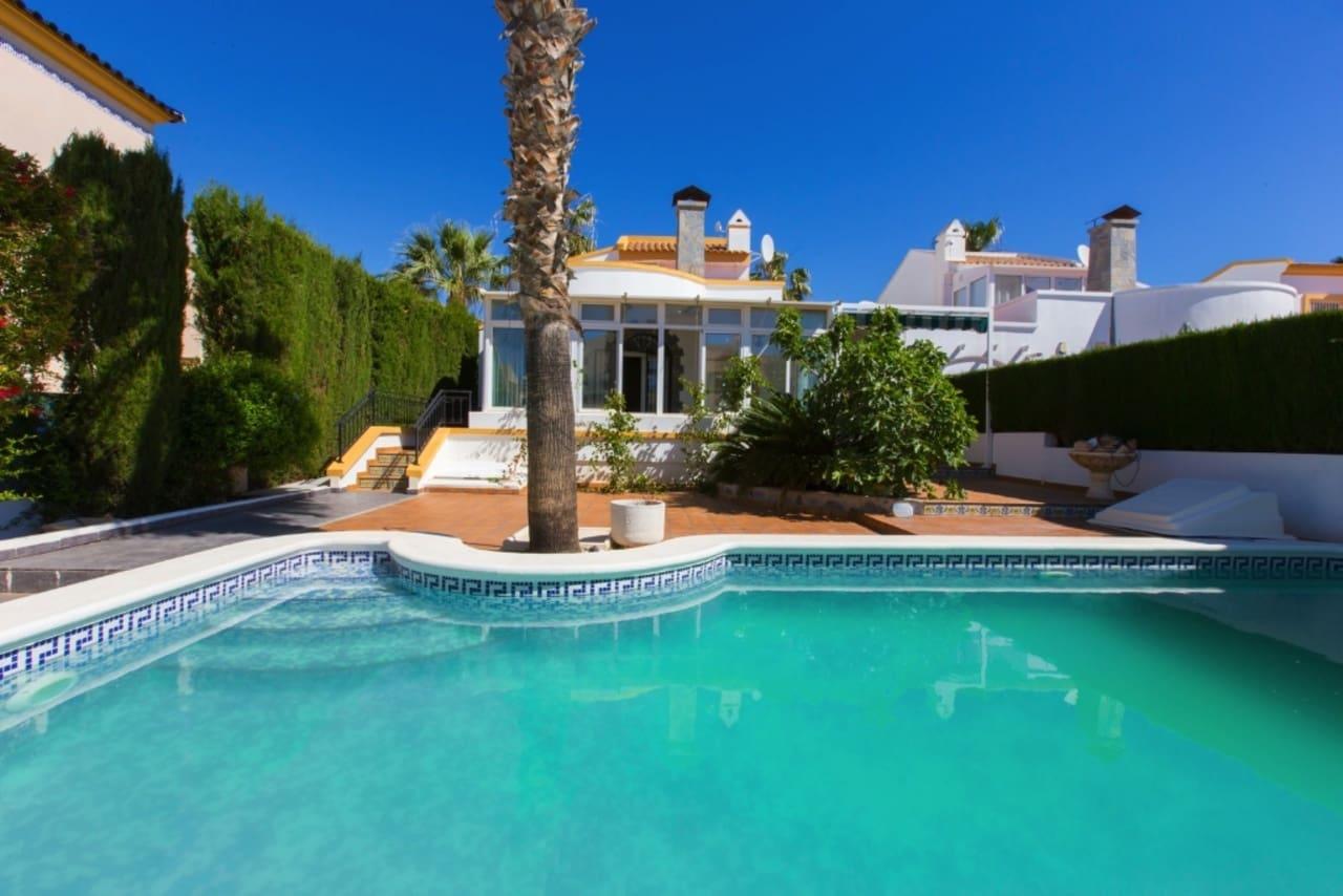 Chalet de 3 habitaciones en Playa Flamenca en venta con piscina - 260.000 € (Ref: 5075670)