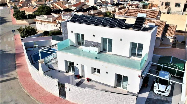 3 quarto Moradia para venda em Atalaya Park com piscina - 449 000 € (Ref: 4986097)