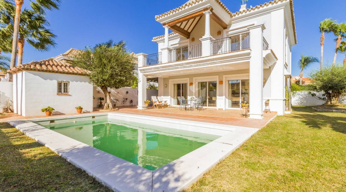 4 bedroom Villa for sale in Manilva with pool - € 499,000 (Ref: 5186598)