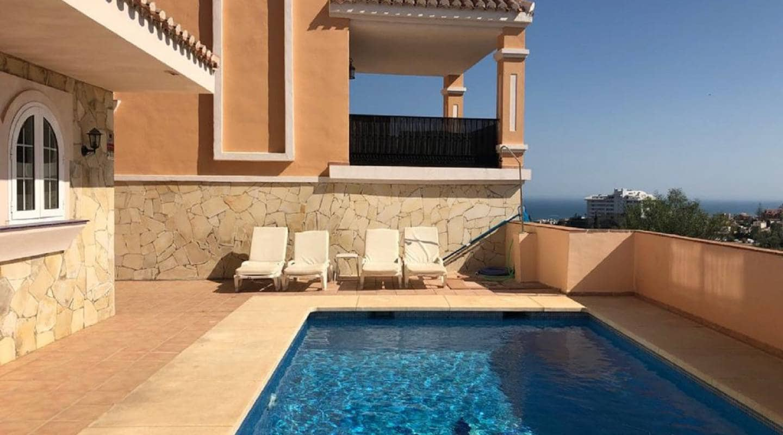 4 soveværelse Semi-Rækkehus til salg i Fuengirola med swimmingpool - € 495.000 (Ref: 5224968)