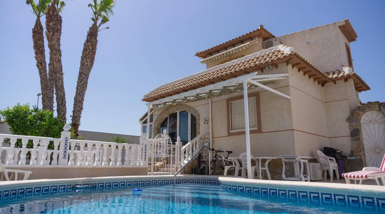 4 quarto Moradia para venda em Atalaya Park com piscina - 240 000 € (Ref: 6249222)