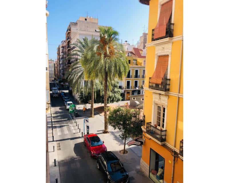 3 slaapkamer Appartement te huur in Alicante stad - € 1.200 (Ref: 5299550)