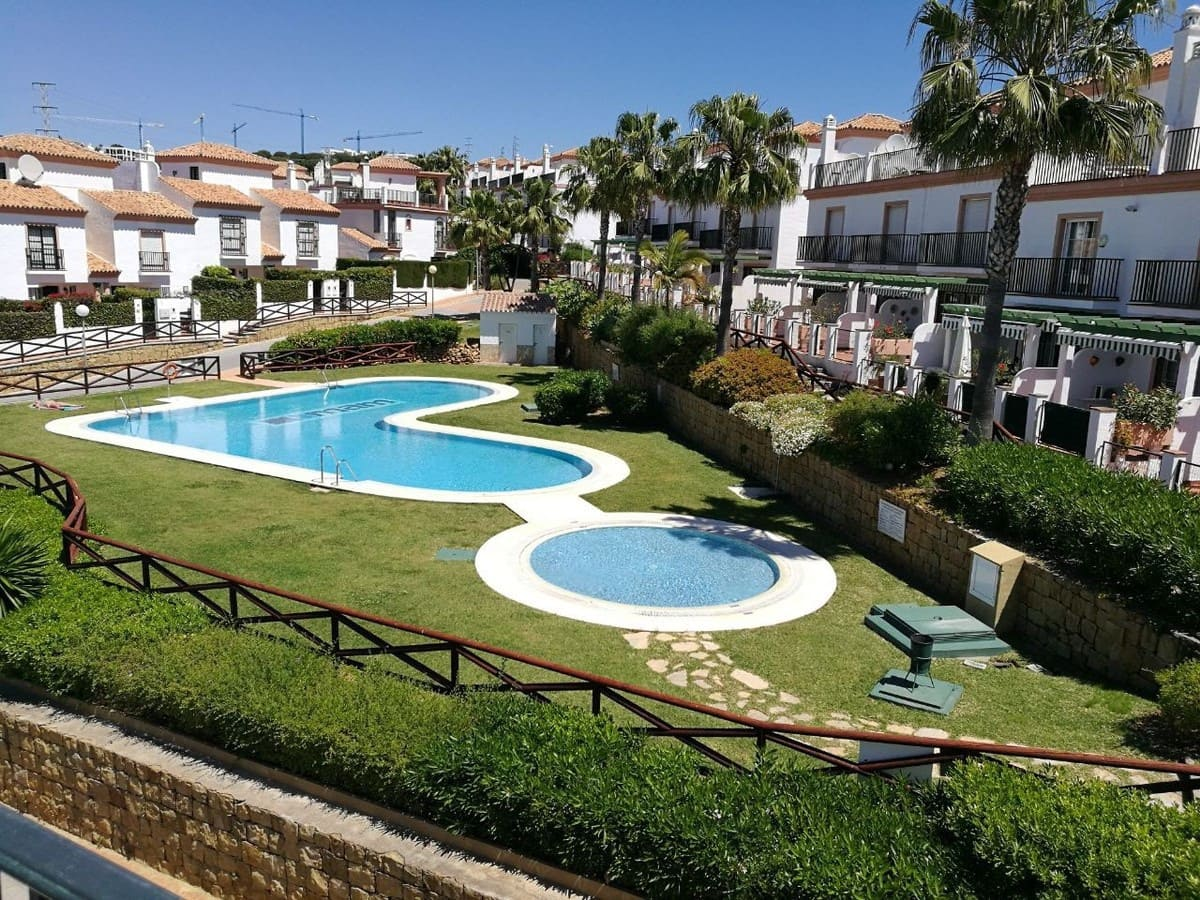 2 bedroom Townhouse for sale in Cabopino with pool garage - € 240,000 (Ref: 4806259)