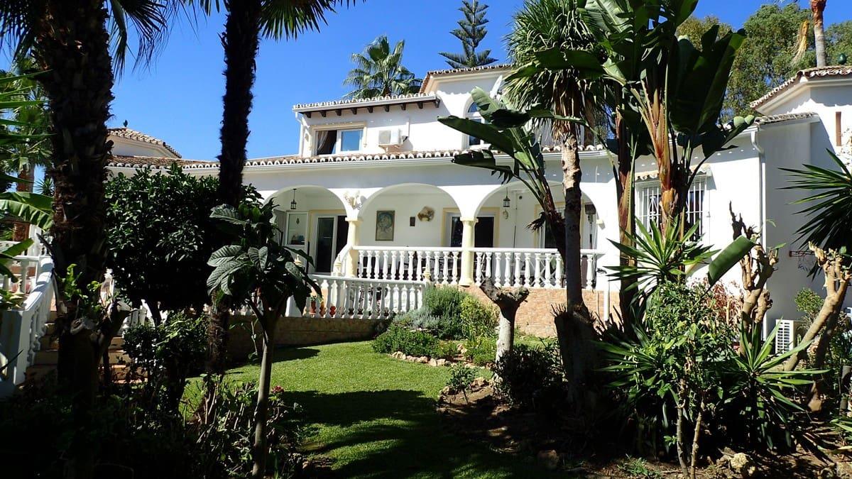 4 bedroom Villa for sale in Elviria with pool garage - € 895,000 (Ref: 4809607)