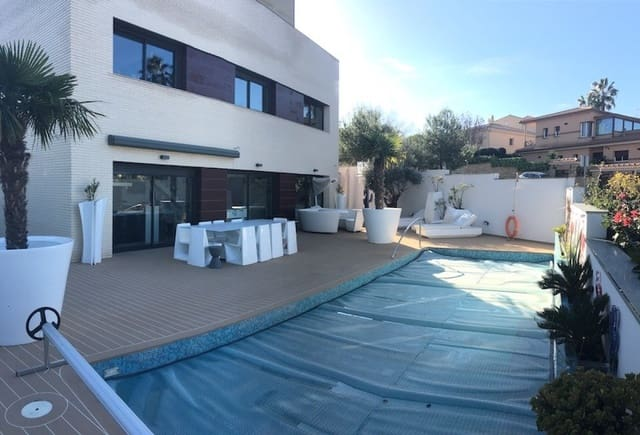 5 bedroom Villa for sale in Sant Pere de Ribes with pool garage - € 850,000 (Ref: 6188695)