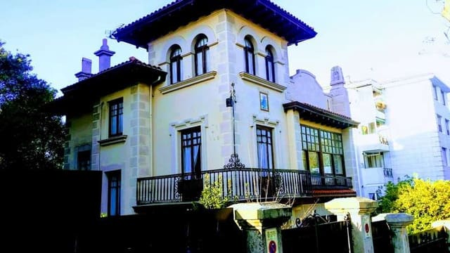 6 sovrum Villa till salu i Santander med garage - 1 450 000 € (Ref: 6265109)