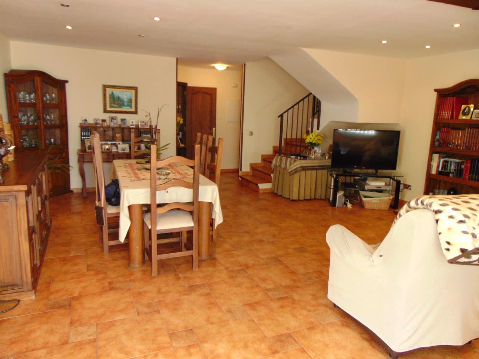 3 slaapkamer Huis te huur in Estepona met garage - € 1.050 (Ref: 5118659)