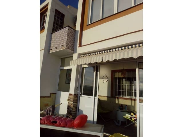 4 slaapkamer Halfvrijstaande villa te huur in Malaga stad - € 1.300 (Ref: 5513257)