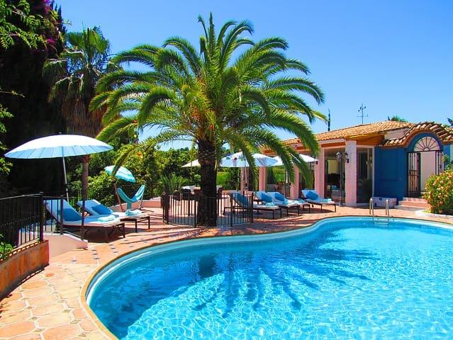 8 sypialnia Pensjonat na sprzedaż w Marbella z basenem - 1 500 000 € (Ref: 4582943)