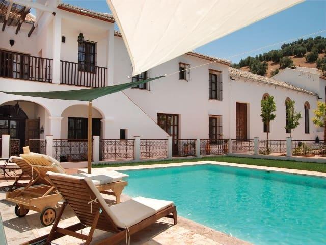9 bedroom Hotel for sale in Iznajar with pool - € 1,650,000 (Ref: 5132288)