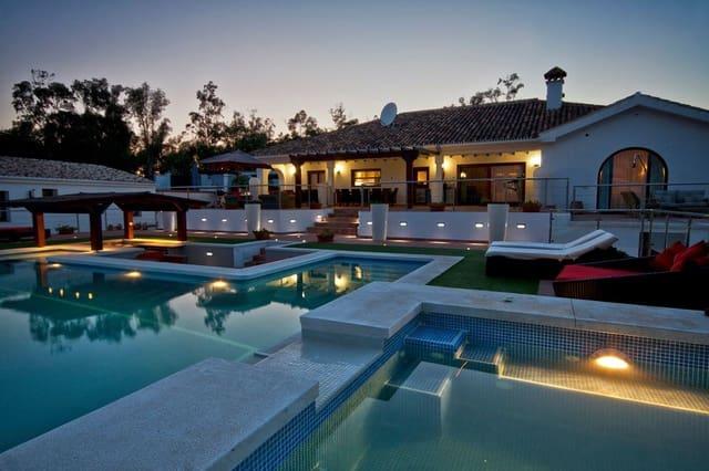 Negocio de 9 habitaciones en Manilva en venta con piscina - 1.999.000 € (Ref: 5540449)