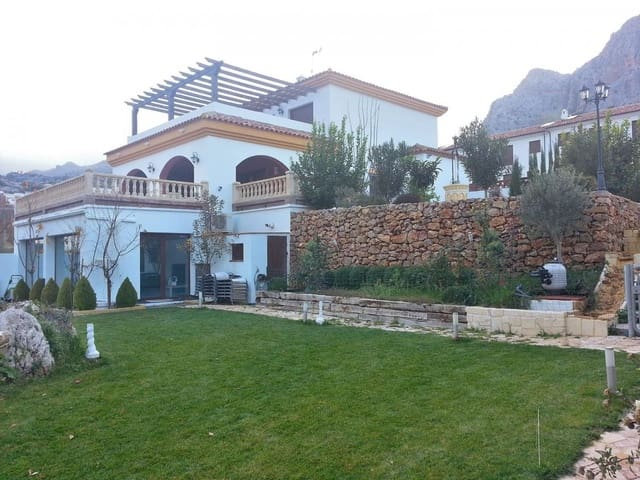 4 bedroom Villa for sale in Ronda with pool - € 398,000 (Ref: 5548763)