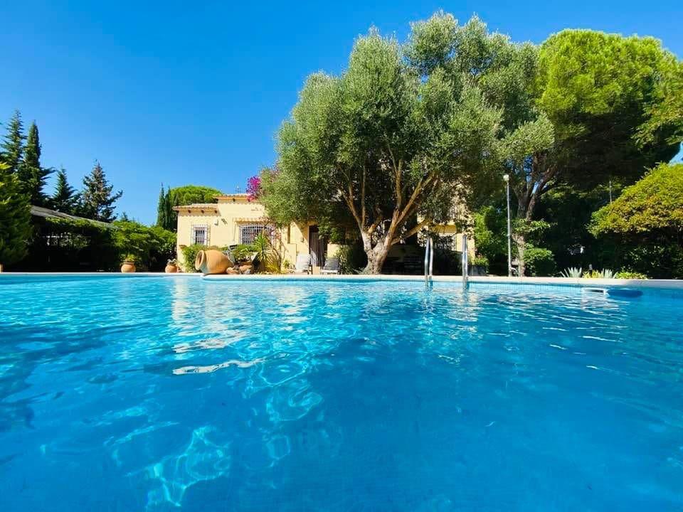 5 bedroom Villa for sale in Chiclana de la Frontera - € 585,000 (Ref: 6240658)