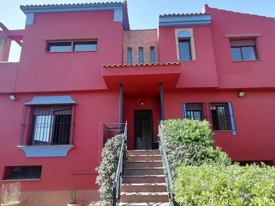 5 bedroom Villa for sale in La Alcaidesa - € 380,000 (Ref: 6240659)