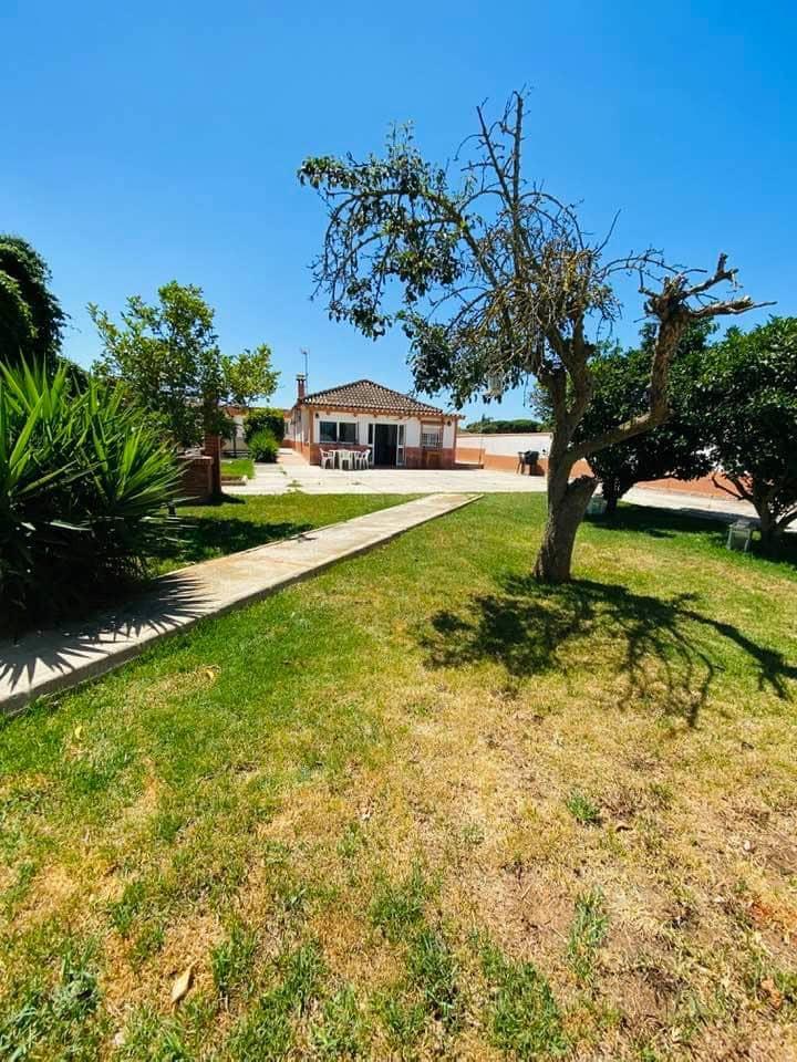5 bedroom Villa for sale in Chiclana de la Frontera - € 179,000 (Ref: 6240660)
