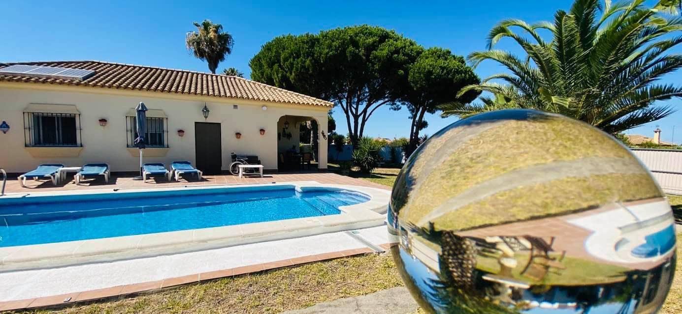 3 bedroom Villa for sale in Chiclana de la Frontera - € 220,000 (Ref: 6245000)
