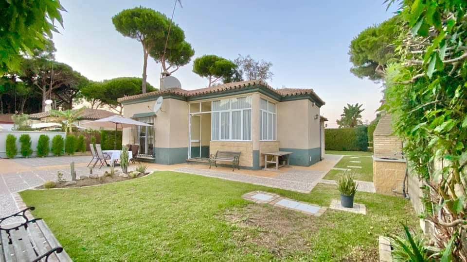 3 bedroom Villa for sale in Chiclana de la Frontera - € 189,000 (Ref: 6331709)