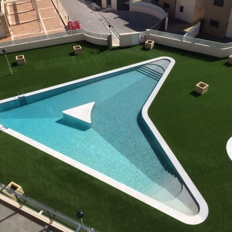 Chalet de 2 habitaciones en La Zenia en alquiler vacacional con piscina - 455 € (Ref: 4772484)