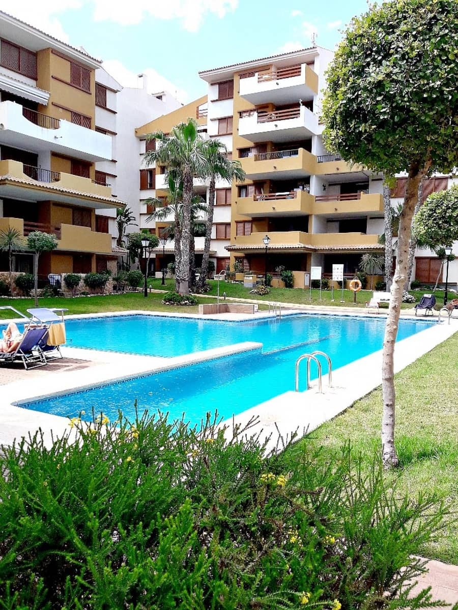 2 bedroom Apartment for holiday rental in Punta Prima with pool - € 560 (Ref: 4922138)