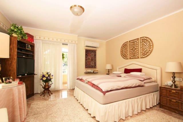 2 makuuhuone Kattohuoneisto myytävänä paikassa Polop mukana  autotalli - 169 000 € (Ref: 5917866)