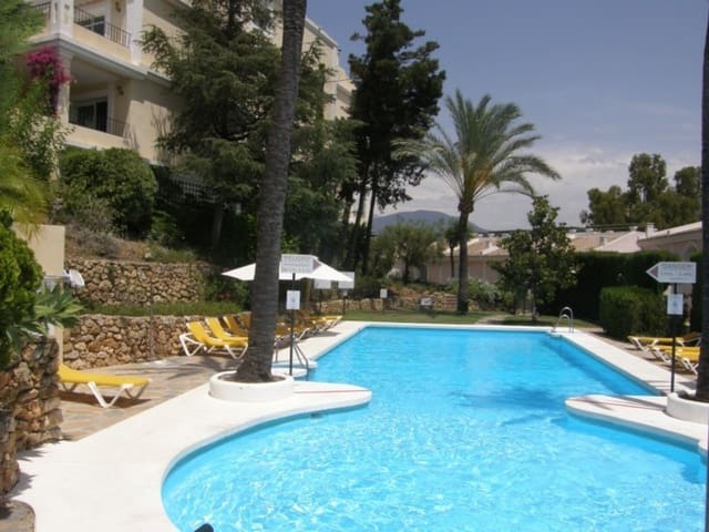 2 bedroom Townhouse for holiday rental in Nueva Andalucia with pool garage - € 850 (Ref: 5517166)