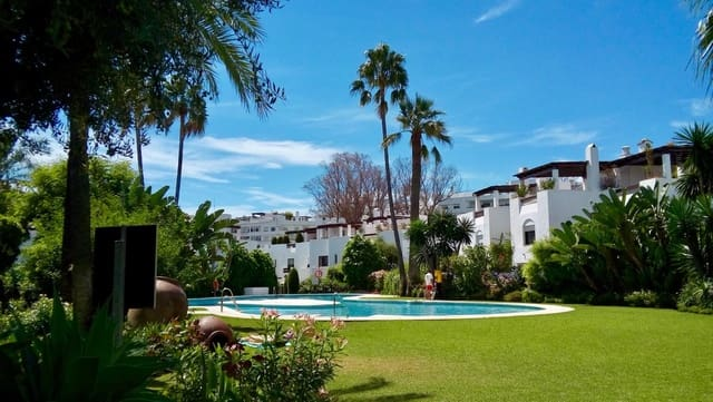 3 bedroom Townhouse for holiday rental in San Pedro de Alcantara with pool garage - € 895 (Ref: 5517191)