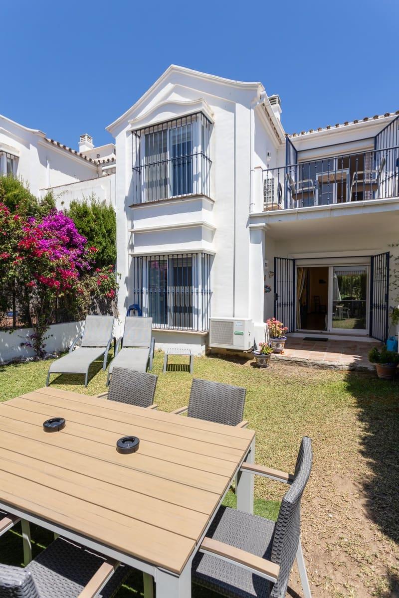3 bedroom Semi-detached Villa for holiday rental in San Pedro de Alcantara with pool garage - € 1,050 (Ref: 5517248)