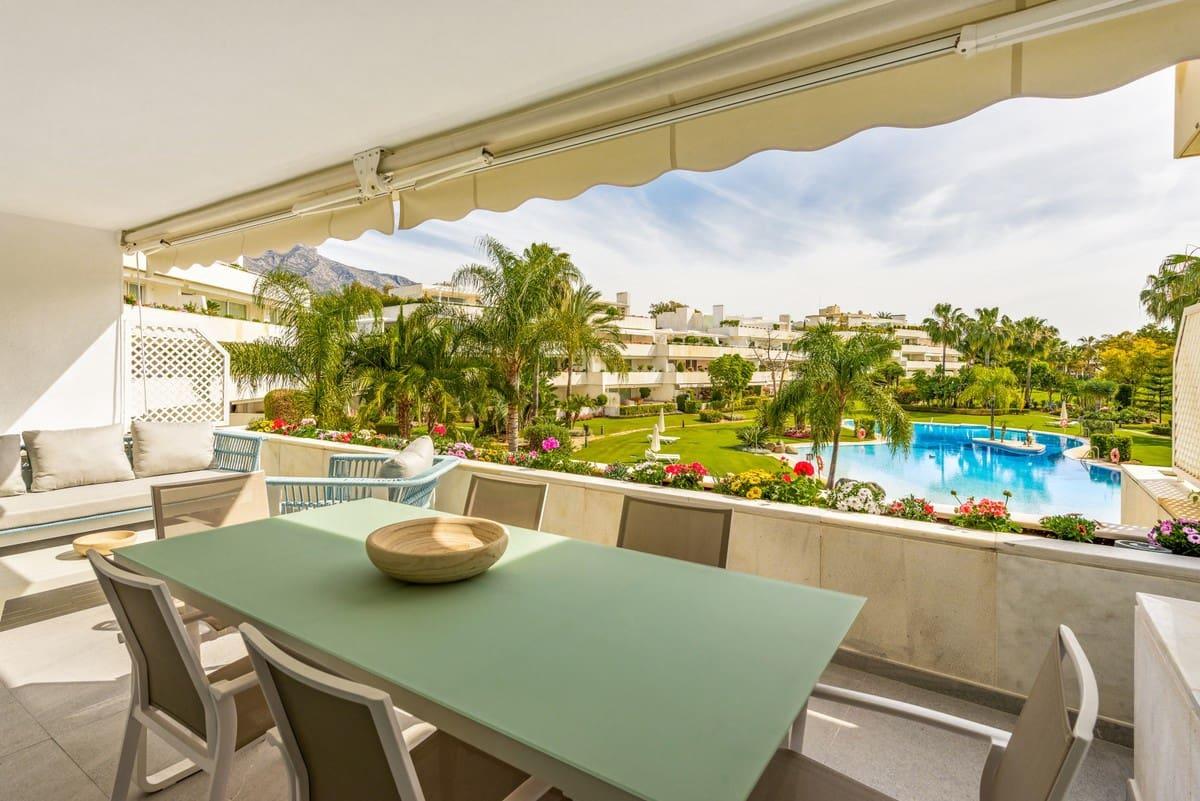 Estudio de 2 habitaciones en Nueva Andalucia en venta con piscina garaje - 765.000 € (Ref: 5517254)