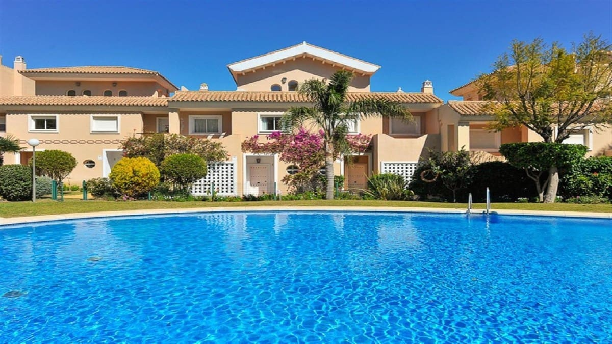 3 bedroom Townhouse for sale in Manilva with pool garage - € 270,000 (Ref: 4738676)