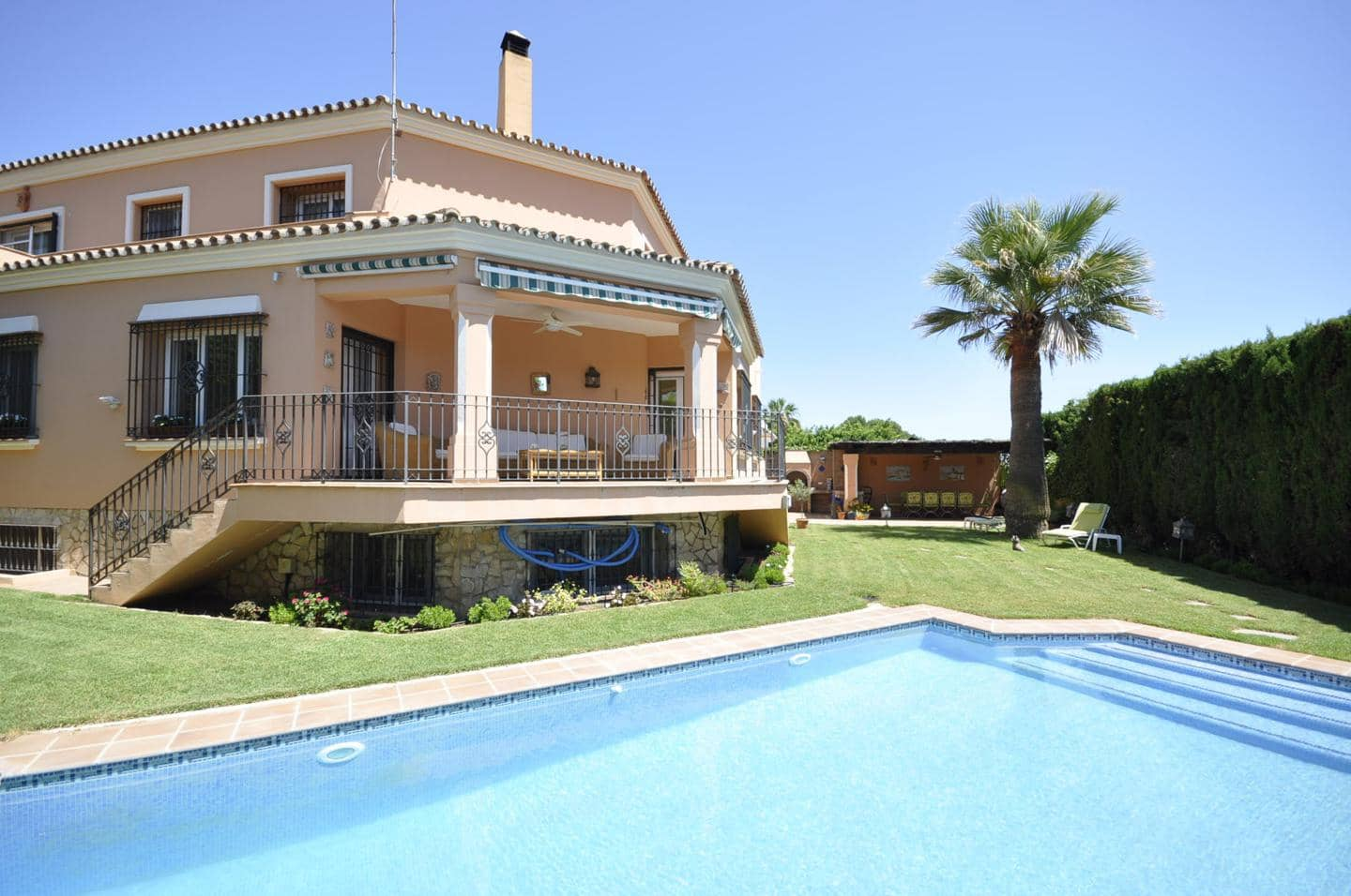 6 bedroom Villa for sale in Marbella - € 1,350,000 (Ref: 5152517)