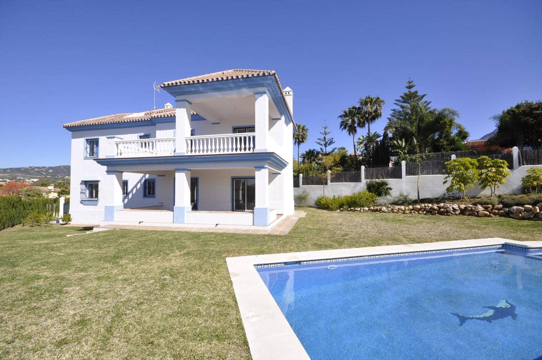 4 bedroom Villa for sale in Marbella - € 1,200,000 (Ref: 5152549)