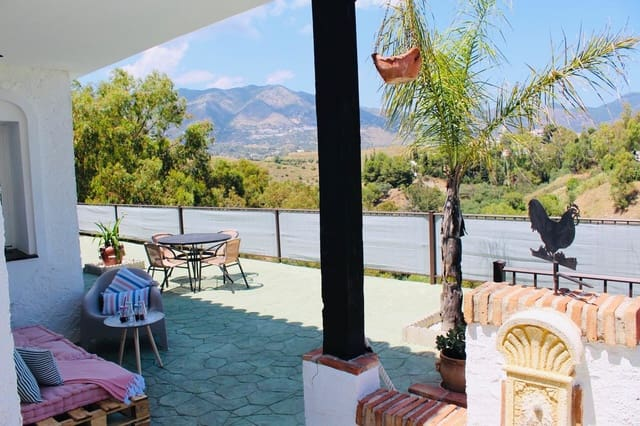 3 soverom Villa til salgs i Fuengirola med svømmebasseng garasje - € 2 160 (Ref: 5437355)